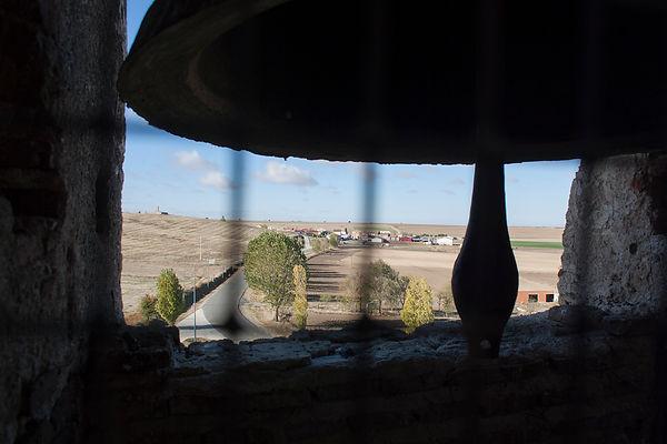 Desde el campanario de la iglesia de La Asunción en Vega de Santa María (Ávila) se ve hacia el este Velayos y al lado opuesto Vega. Allí subió Photoperiplo a fotografiar el paisaje abulense.