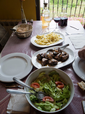 Casa Sara... buena comida, todo del terreno en Negueira de Muñiz (Lugo) Galicia