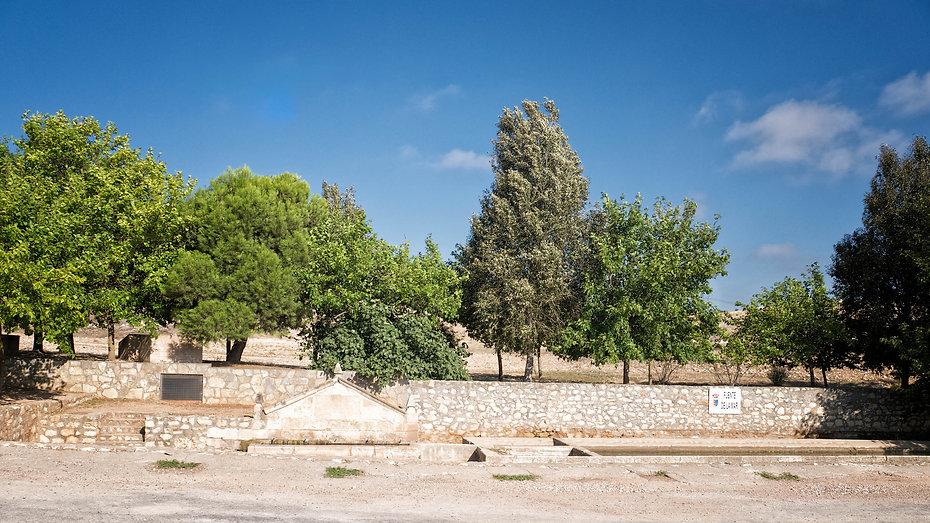 La Fuente de La Mar en Saelices, Cuenca (Castilla la Mancha, España) suministraba el agua a través de un acueducto a la ciudad romana de Segóbriga, un interesante parque geológico que hay que visitar. Photoperiplo lo hizo.