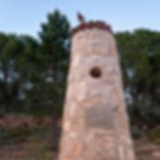 Monumento en recuerdo de la villa de Gascas que quedó anegada por las aguas del pantano de Alarcón (Cuenca) Olmedilla de Alarcón colaboró en ese recuerdo y Photoperiplo estuvo allí porque nos encanta viajar para fotografiar. Otro lugar que ver en la Manchuela Conquense.