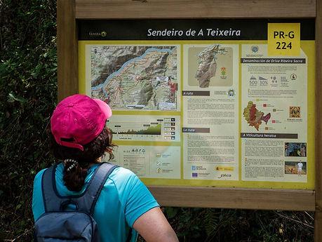 Sendero A Teixeira desde el río Mao en plena Ribeira Sacra.