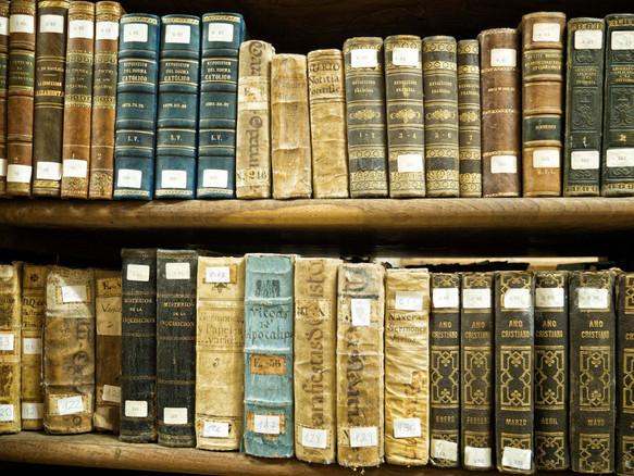 Aquí se encuentran unos 30.000 volúmenes muchos de ellos de valor incalculable. Biblioteca del Seminario de Santa Catalina en Mondoñedo.