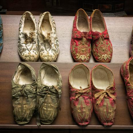 Colección de zapatos de los siglos XVIII al XX de los Obispos de Mondoñedo...