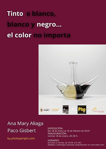 """Cartel de la exposición de fotografía """"Tinto o blanco, blanco y negro... el color no importa"""" de Ana Mary Aliaga y Paco Gisbert editores de www.photoperiplo.com. Un homenaje a los hombres que trabajan en el campo y la viticultura de Villena (Alicante) Spain"""