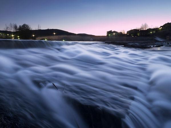 Río Tormes a su paso por El Barco de Ávila. Larga exposición con filtros de densidad neutra