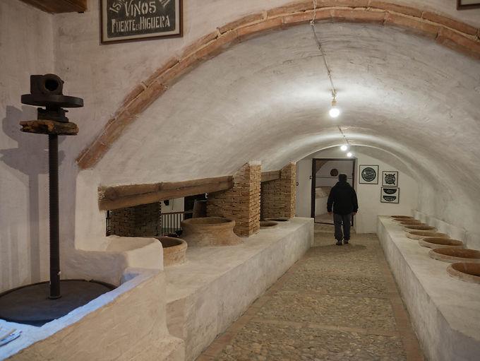 Bodega subterránea típica en La Font de la Figuera y sus alrededores.
