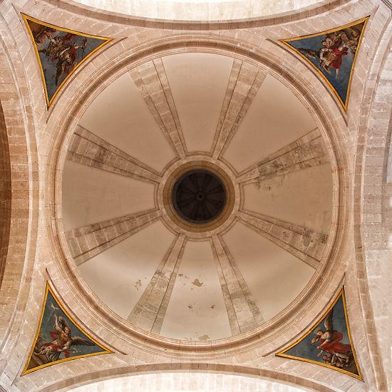 Cúpula principal de la iglesia del Monasterio de Uclés (Cuenca) sobre pechinas decoradas con pinturas. Photoperiplo estuvo allí, nos acompañas?