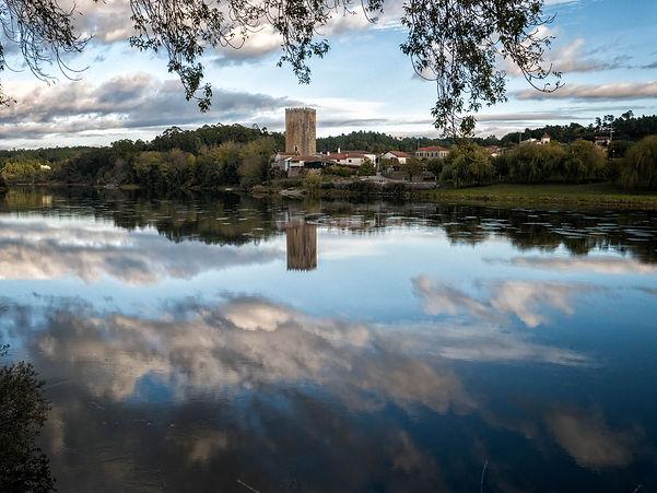 Vista de la torre de Lapela (Portugal) desde Porto, una de las 17 parroquias de Salvaterra de Miño e Pontevedra (Galicia) Photoperiplo estuvo por allí haciendo unas fotos.