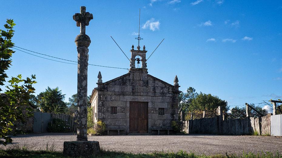 Capilla de San Sebastián en Lira, Salvaterra de Miño (Pontevedra) Galicia. Fotografía de www.photoperiplo.com