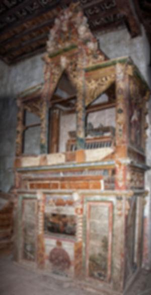 Restos del órgano de la iglesia de la Asunción en Vega de Santa María (Ávila) fabricado en el año 1749