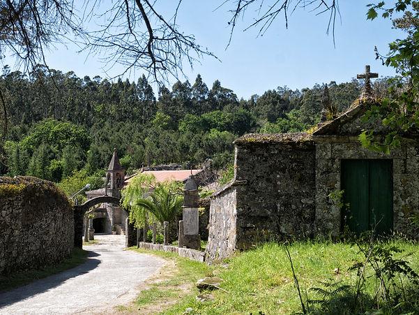 """Convento de San Francisco en Louro, Muros (A Coruña). Desde aquí parte un inesperado Vía Crucis, tal vez un tanto desconocido, que merece la pena """"sufrir"""". Sus vistas quitan las penas..."""