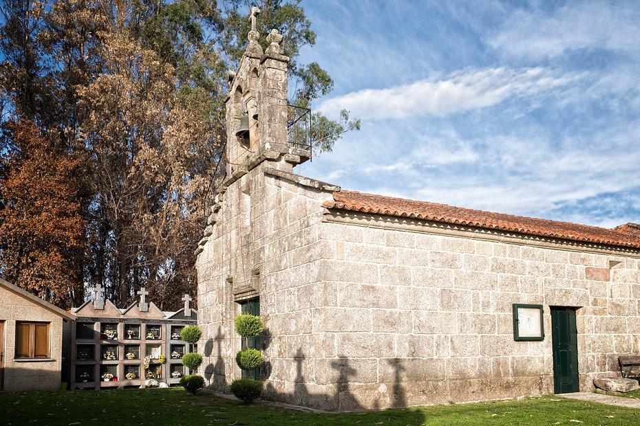 Iglesia parroquial de San Andrés y cementerio de Lourido en Salvaterra de Miño (Pontevedra) Galicia. Photoperiplo, viajar y fotografiar estuvo allí, nos acompañas.