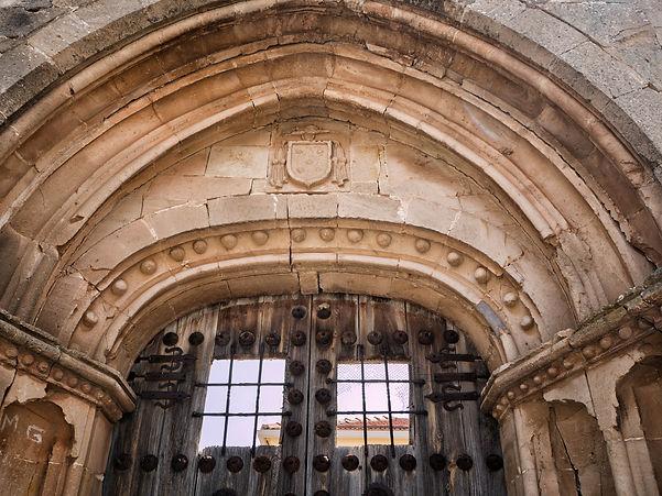 Puerta de los Abriles, restos de la iglesia parroquial de Torrejoncillo del Rey (Cuenca)