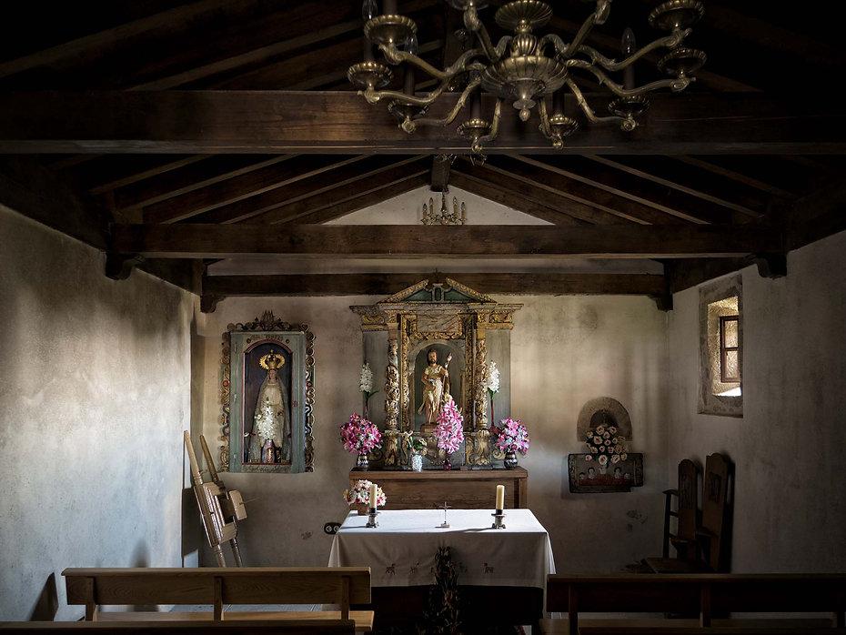 Interior de la Ermita de Vilouxe (Nogueira de Ramuín) Imagen de www.photoperiplo.com
