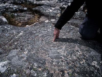 Uno de los símbolos circulares que se relaciona con el culto al sol pudiendo representar un calendario en Laxe das Rodas en Louro, Muros (A Coruña)