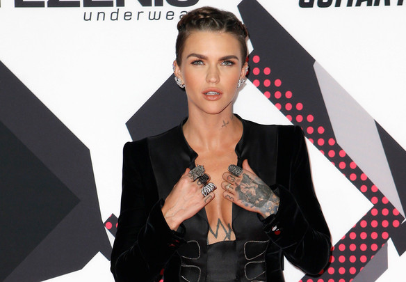 Ruby Rose got kicked out of a restaurant for throwing fries at the bartender