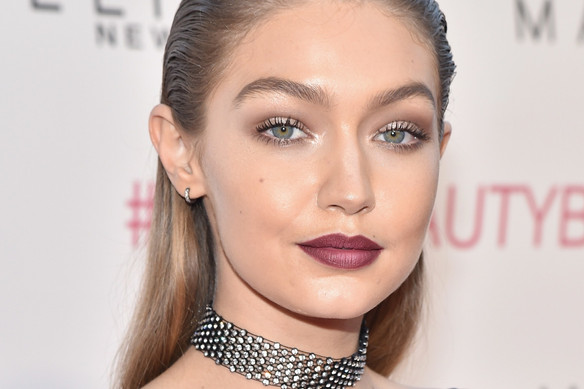 How can I wear a choker without looking like a slave to fashion?