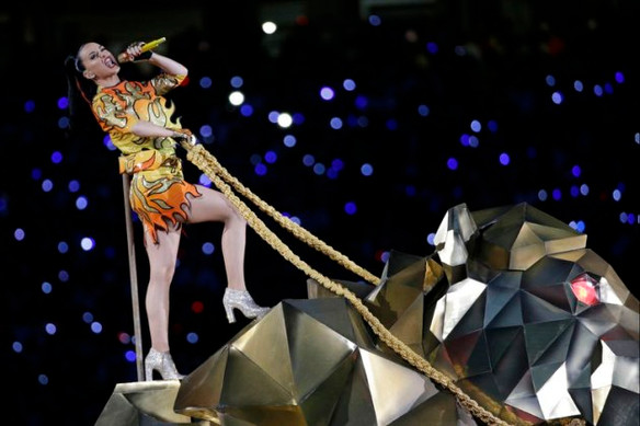 Katy Perry upstaged by Left Shark
