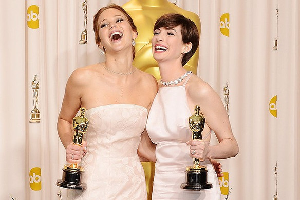 Anne Hathaway defends Jennifer Lawrence in the most annoying way possible