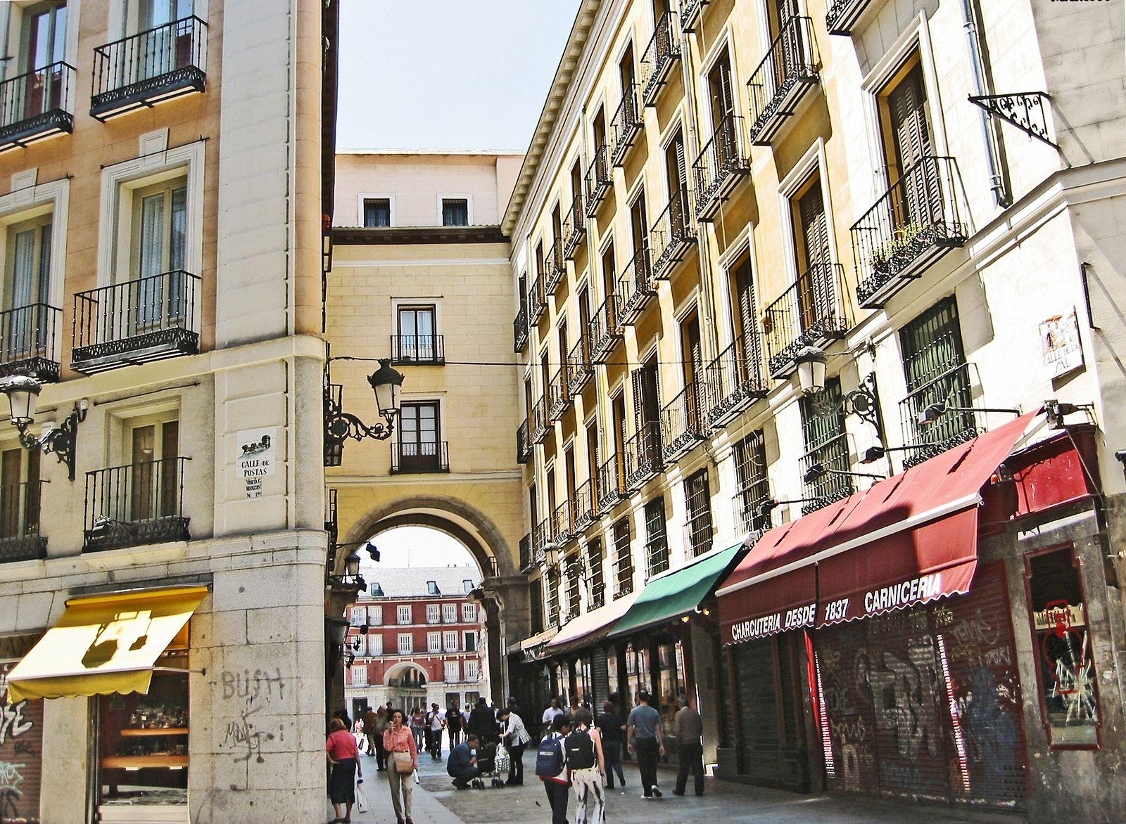 1600px-Calle_de_la_Sal_(Madrid)_01