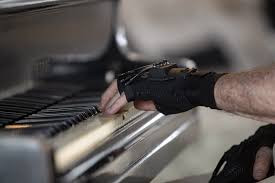 'Magic' gloves give former musician chance to perform again
