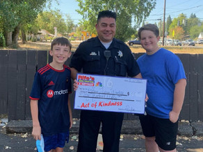 Police officer helps boys duped out of money at lemonade stand