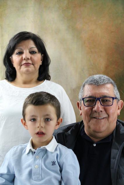 01_Enrique y sus abuelos.jpg