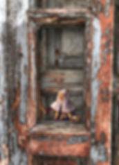PEQUE 17 DIG Mujer abriendo la ventana V