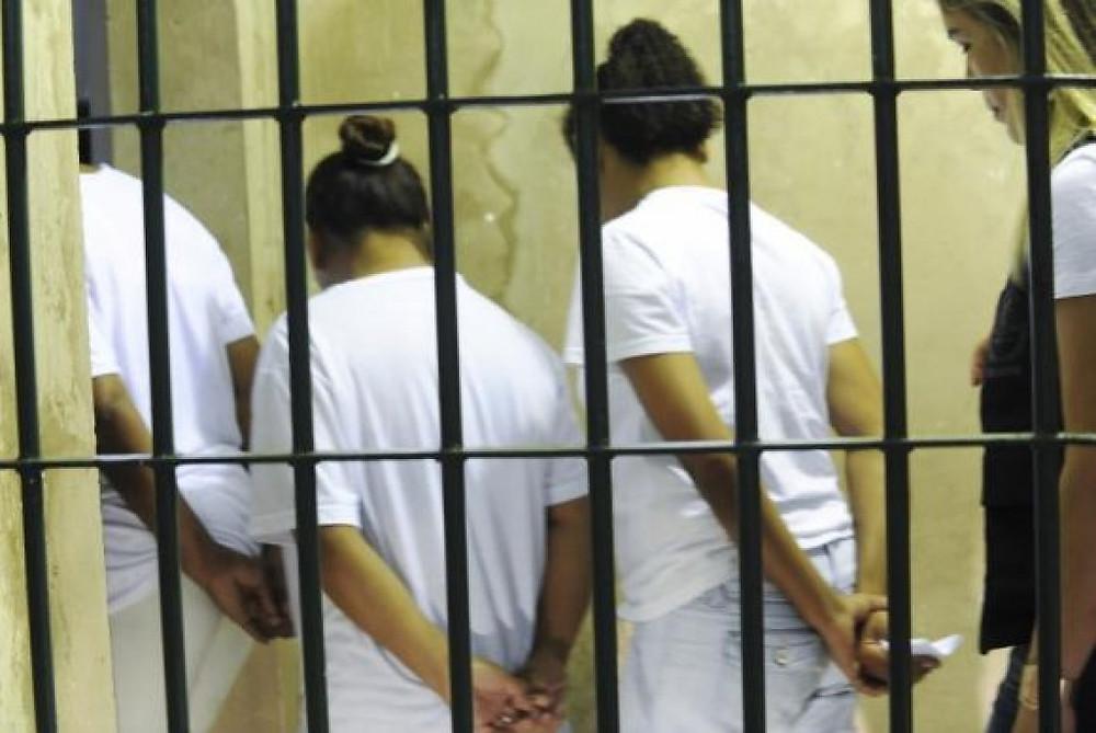 No Brasil, que ocupa o quinto lugar no ranking dos países que mais ceifam vidas de mulheres, não é de criar algum tipo de espanto a perversidade com que as mulheres são encarceradas. / Fotos: Agência Brasil