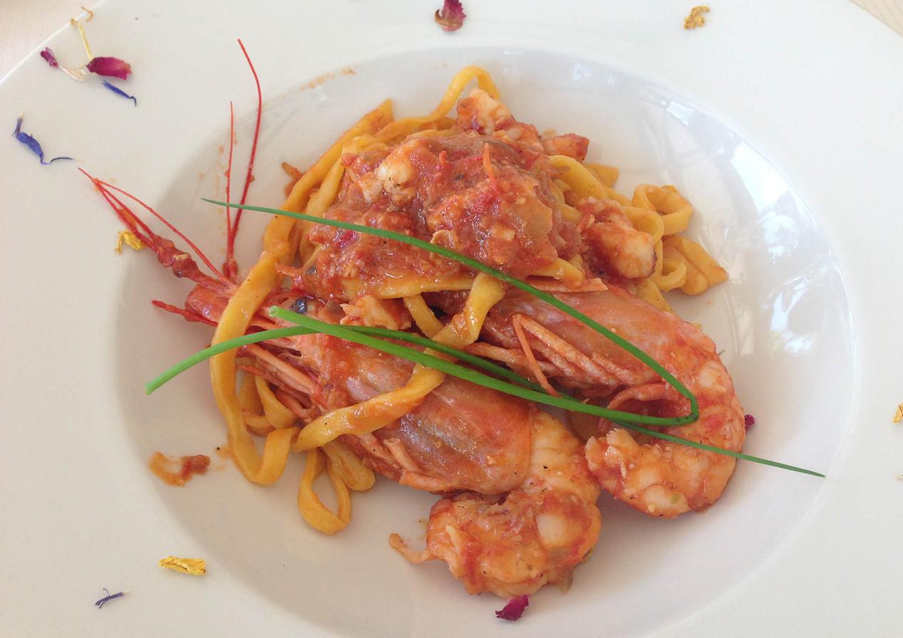 Fresh pasta busera with prawns