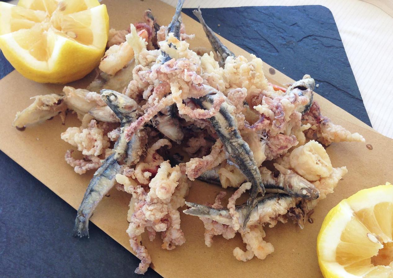 Savoury fried mix with calamari, scallops and smelts
