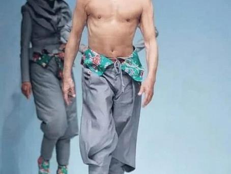 Fashion catwalk - 80 år, modell drøm går i oppfyllelse