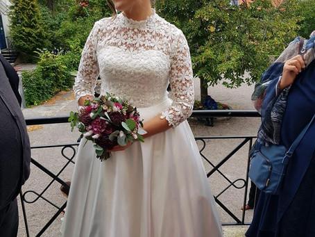 Takk for bilder – skreddersydd brudekjole i blonde stoff