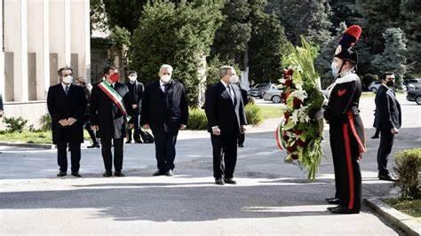 Fabrizio Cicchitto a 'Il Tempo' Giusto commemorare i morti ma solo se cerchiamo la verità.