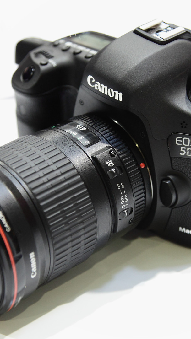 Rich works with a Canon 5D Mark 3 with a range of lenses.