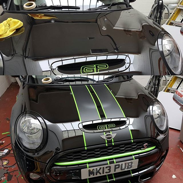 Some sick racing stripes on this mini #mini #racingstripes #mattbĺack #layednotsprayed #wrapped