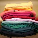 serviço de costura costureira ajuste de roupas ajustes consertos reformas barra calça camisa blazer terno