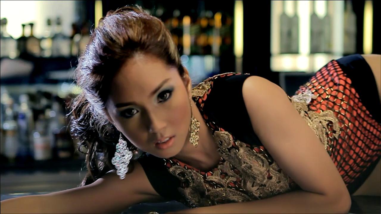 Roxee B with Twenty Manila