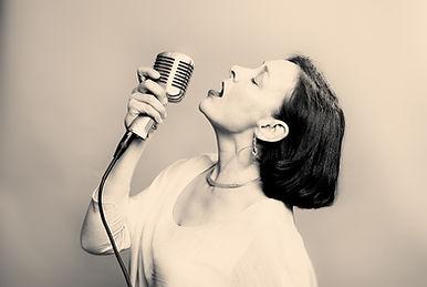 Lizzie Newbery jazz vocalist