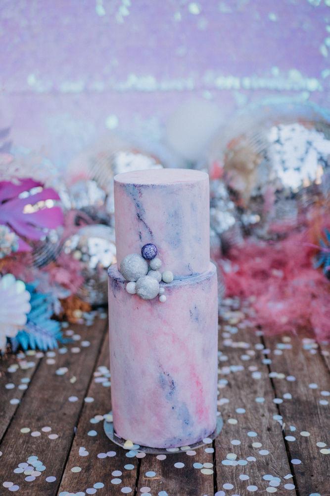 holographic wedding cake, alternative wedding style