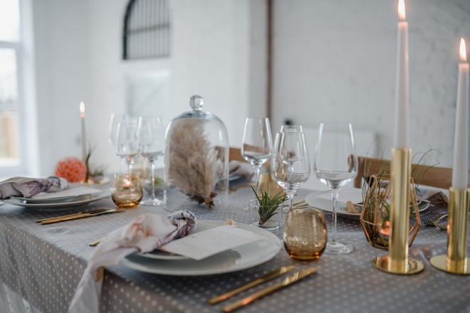 minimalist kitsch wedding table