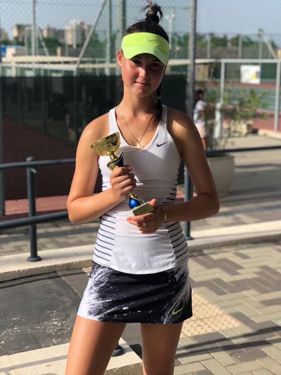 """הטניסאית קורל קולודובסקי מי""""א 5 זכתה בהישג מרשים"""