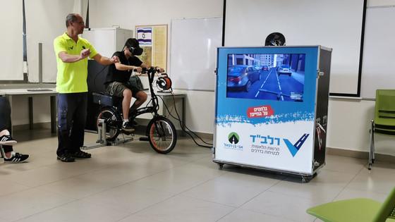 הדרכה ברכיבה נכונה על אופניים חשמליים .