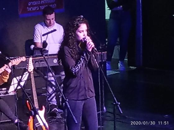 מופע כישרונות הזמר והמוזיקה בגימנסיה