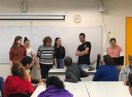 """פעילות  מגמת  הכימיה  עם בוגרי אקי""""ם"""