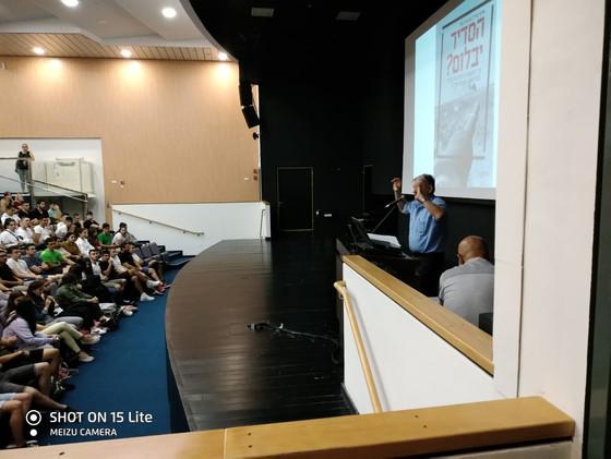 """הרצאה של האלוף(מיל) עמנואל סקל לשכבת י""""ב באודיטוריום על מלחמת יוה""""כ"""