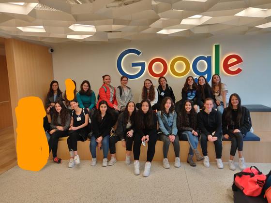 בנות הגימנסיה התארחו במשרדי גוגל