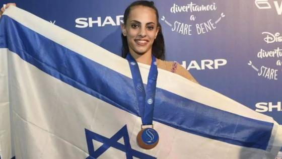 לינוי אשרם בוגרת הגימנסיה  זכתה במדלית ארד בהתעמלות אמנותית באליפות העולם בקרב רב