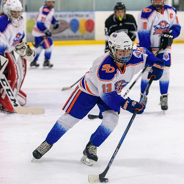 👀's on the 🎁 ! @sdgullsgirlshockey.jpg