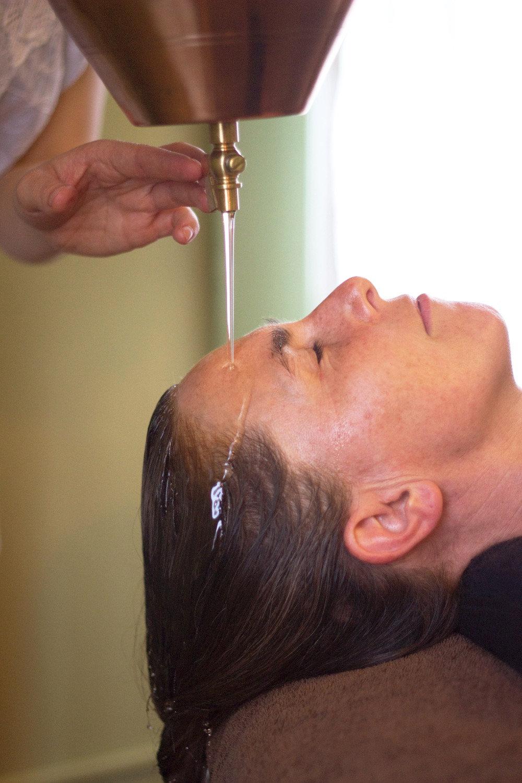 Shirodhara & Ayurvedic Massage 90min